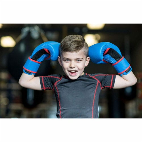 Everlast Prospect Youth Training Kit with Gloves, Headgear, and Mitts Perspective: back