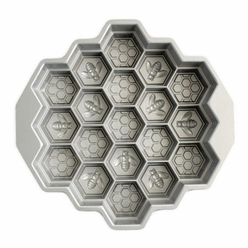 Nordic Ware Honeycomb Pull-Apart Dessert Pan Perspective: back