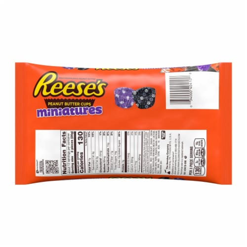 REESE'S Halloween Milk Chocolate Peanut Butter Cup Miniatures Candy With Spooky Foils Perspective: back