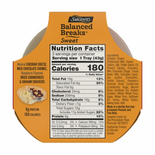 Sargento® Sweet Balanced Breaks Cheddar Cheese Chocolate Cranberries & Crackers Snack Packs Perspective: back