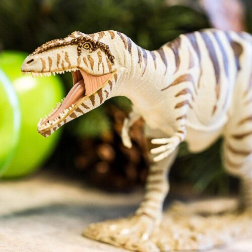 Giganotosaurus Toy Perspective: back