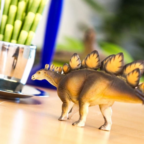 Stegosaurus Toy Perspective: back