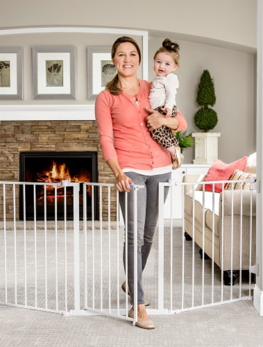 Regalo Flexi Gate Extra Wide Configurable Metal Walk Through Security Baby Gate Perspective: back