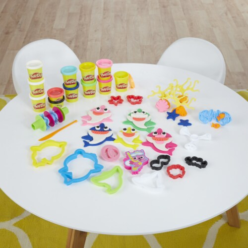Play-Doh Pinkfong Baby Shark Set Perspective: back