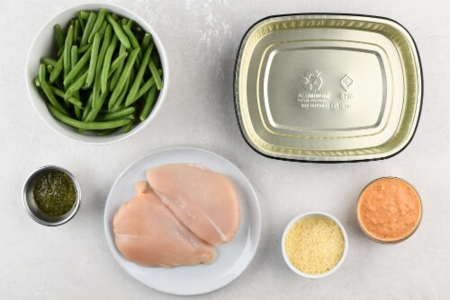 Home Chef Oven Kit Pesto Parmesan Chicken with Rosee Green Beans Perspective: back