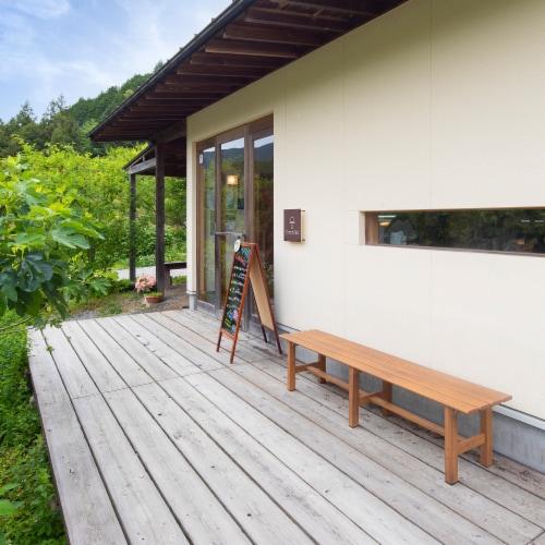 Aluminium Outdoor Bench Heat Transfer Natural Wood Perspective: back