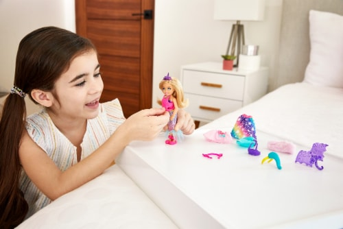 Mattel Barbie® Dreamtopia Chelsea Doll Playset Perspective: back