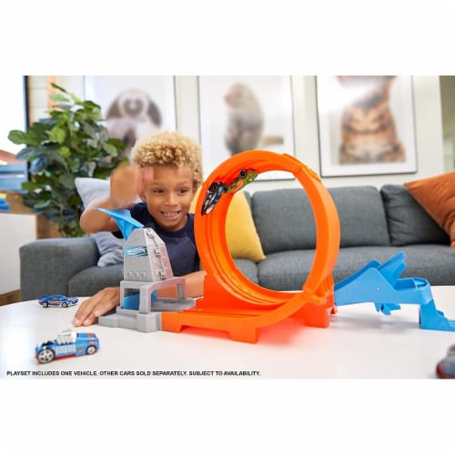 Hot Wheels Loop Stunt Champion Track Set with Dual-Track Loop, Dual Launch Perspective: back