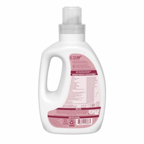 Seventh Generation Geranium Blossoms & Vanilla Scent Concentrated Liquid Laundry Detergent Perspective: back