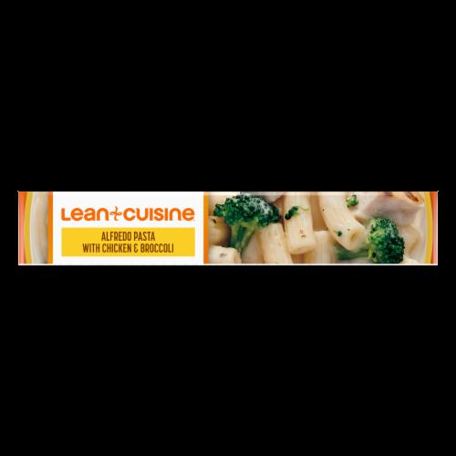 Lean Cuisine Favorites Alfredo Pasta with Chicken & Broccoli Frozen Meal Perspective: bottom
