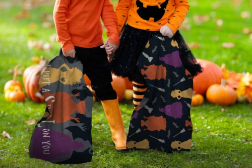 Jay Franco Hocus Pocus Trick or Treat Pillowcase Perspective: bottom