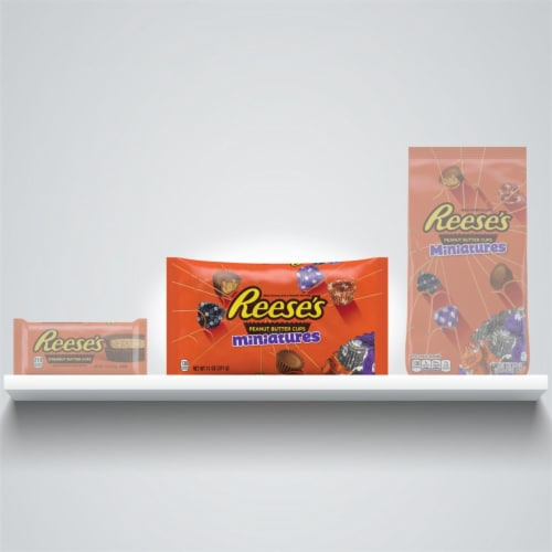 REESE'S Halloween Milk Chocolate Peanut Butter Cup Miniatures Candy With Spooky Foils Perspective: bottom