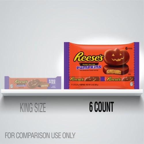 Reese's Milk Chocolate Peanut Butter Pumpkins Candy Perspective: bottom