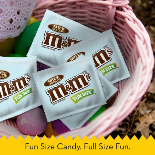 M&M'S Milk Chocolate Easter Candy Fun Size 10.53-Ounce Bag Perspective: bottom