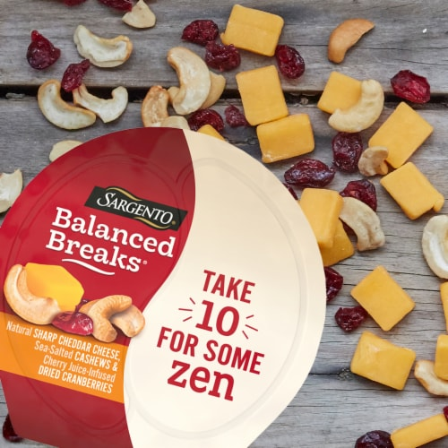 Sargento® Balanced Breaks® Sharp Cheddar Cheese Cashews & Dried Cranberries Perspective: bottom