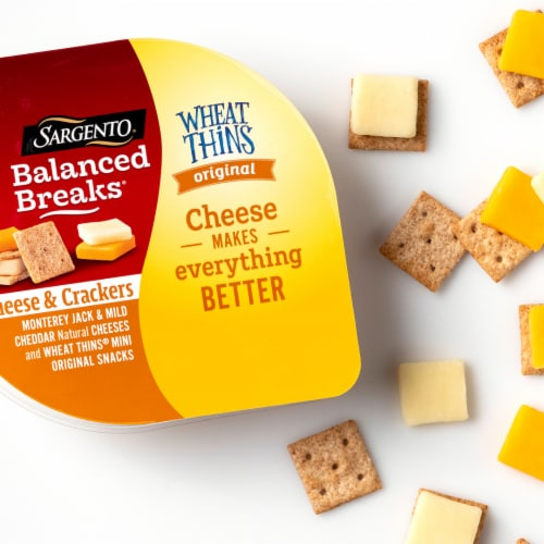 Sargento Balanced Breaks Monterey Jack and Mild Cheddar Cheese with Mini Wheat Thins Snack Packs Perspective: bottom
