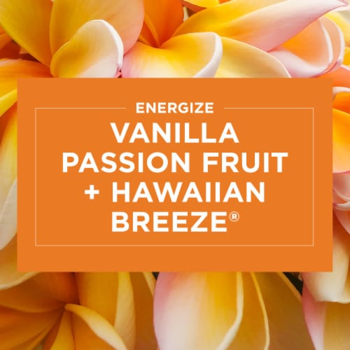 Glade 2-in-1 Hawaiian Breeze & Vanilla Passion Fruit Glass Jar Candle Perspective: bottom