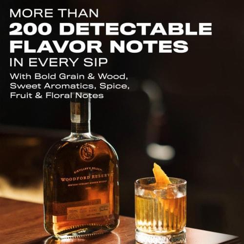Woodford Reserve Distiller's Select Kentucky Straight Bourbon Whiskey Perspective: bottom