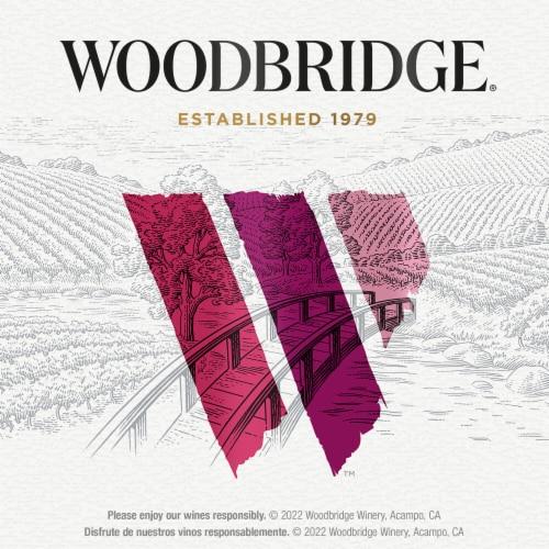Woodbridge by Robert Mondavi Pinot Noir Red Wine Perspective: bottom