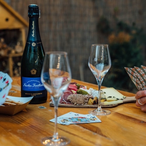 Nicolas Feuillatte Reserve Exclusive Brut Champagne Perspective: bottom