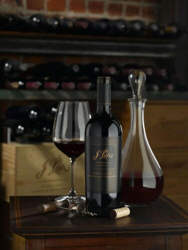 J. Lohr Signature Cabernet Sauvignon Red Wine Perspective: bottom