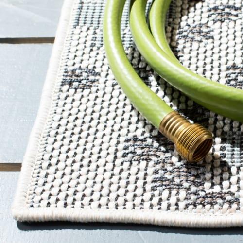 Safavieh Martha Stewart Courtyard Indoor Outdoor Floor Runner - Ivory / Gray Perspective: bottom