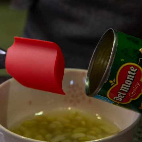 Grand Fusion One Twist Can Spatula to Scrape All Canned Contents Perspective: bottom
