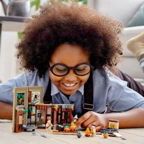 LEGO® Harry Potter™ Hogwarts™ Moment: Herbology Class Perspective: bottom