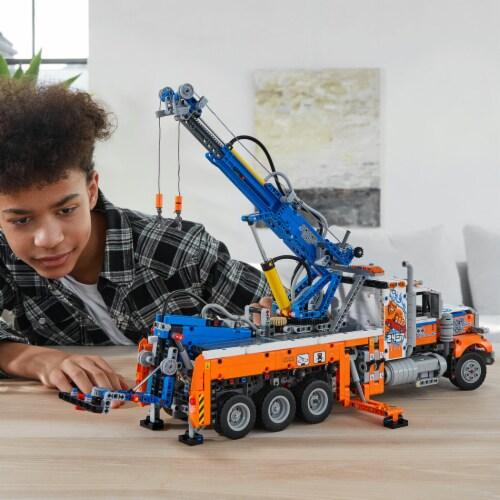 LEGO® Technic Heavy-Duty Tow Truck Perspective: bottom