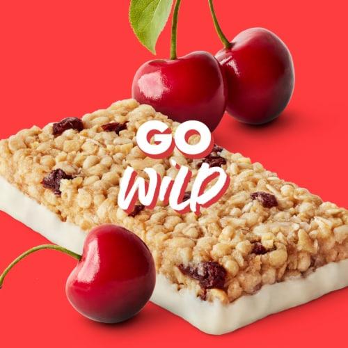 Luna Wild Cherry Nutrition Bars Perspective: bottom