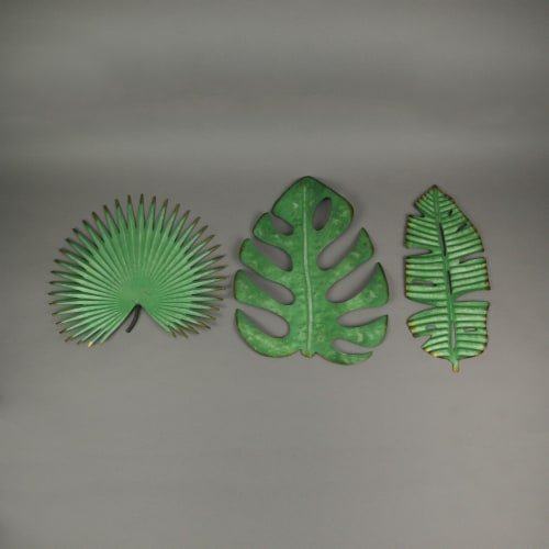 Set of 3 Antiqued Green Metal Tropical Leaf Sculptures Wall Hanging Palmetto Monstera Banana Perspective: bottom