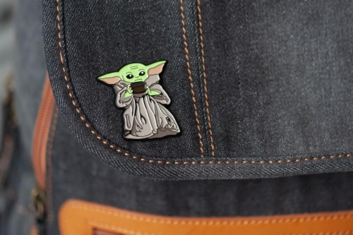 Star Wars Exclusive Enamel Pin Mandalorian The Child Baby Yoda With Soup Bowl Perspective: bottom