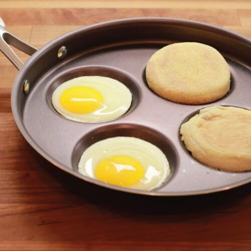 Eggcelente Multi Egg Pan Perspective: bottom