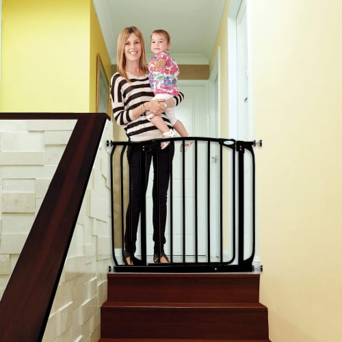 Dreambaby L778B Chelsea 28 to 39 Inch Auto-Close Baby Pet Safety Gate, Black Perspective: bottom
