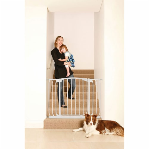 Dreambaby L798W Chelsea 38 to 46 Inch Auto-Close Baby Pet Safety Gate, White Perspective: bottom