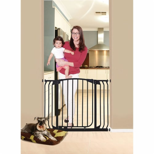 Dreambaby L798B Chelsea 38 to 46 Inch Auto-Close Baby Pet Safety Gate, Black Perspective: bottom