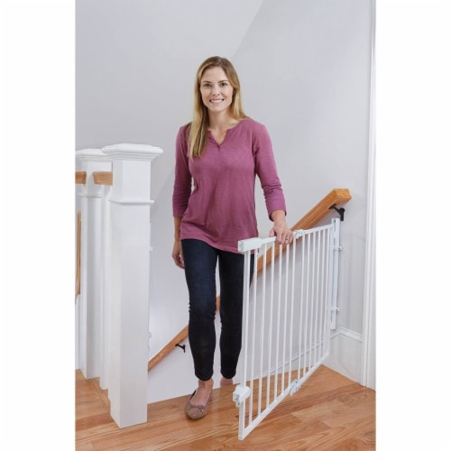 """Safety 1st Ready to Install Hardware Mount 30"""" Tall & 42"""" Wide Baby Safety Gate Perspective: bottom"""