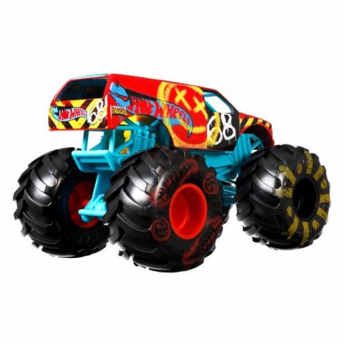 Mattel Hot Wheels® Monster Trucks Demo Derby Vehicle Perspective: bottom