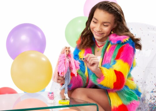 Mattel Barbie® Extra Doll Perspective: bottom