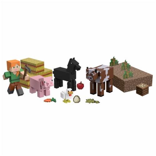 Mattel Minecraft Farm Life Adventure Pack Perspective: bottom