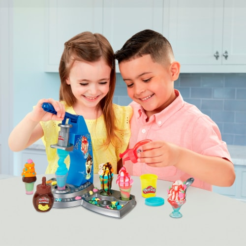 Play-Doh Kitchen Creations Drizzy Ice Cream Playset Perspective: bottom