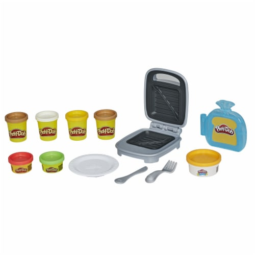 Play-Doh Kitchen Creations Cheesy Sandwich Modeling Compound Playset Perspective: bottom