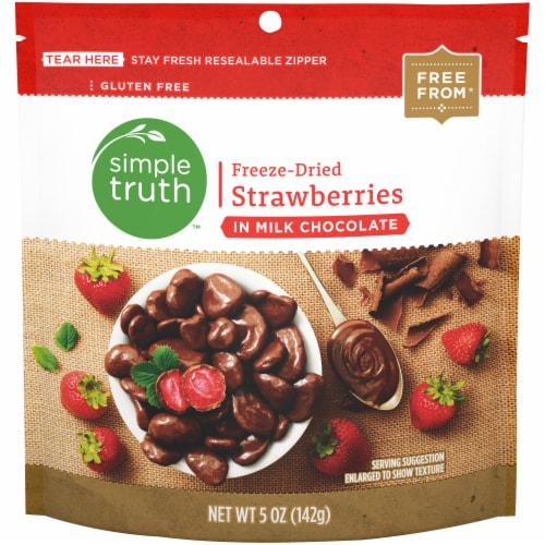 Simple Truth™ Freeze-Dried Strawberries in Milk Chocolate Pouch Perspective: front