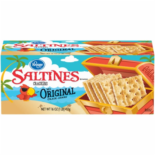 Kroger® Original Saltines Crackers Perspective: front