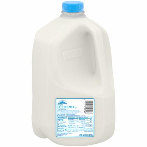 Colorado Proud Fat Free Skim Milk Perspective: front
