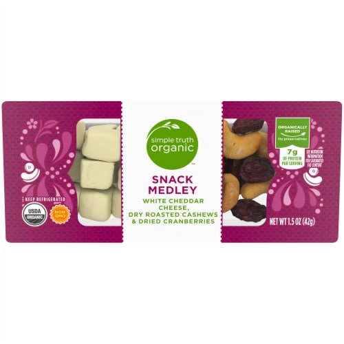 Simple Truth Organic™ White Cheddar Cheese Cashews & Dried Cranberries Snack Medley Perspective: front