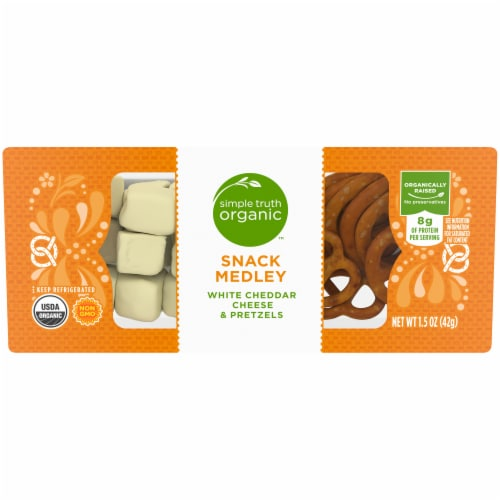 Simple Truth Organic™ White Cheddar Cheese & Pretzels Snack Medley Perspective: front