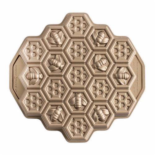 Nordic Ware Honeycomb Pull-Apart Dessert Pan Perspective: front
