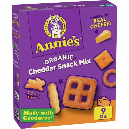 Annie's Organic Cheddar Snack Mix Perspective: front