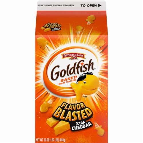 Goldfish Xtra Cheddar Baked Snack Crackers Perspective: front